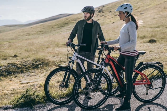 Riese & Müller_New Charger_touring_nuvinci_rot_weiss_2018_neu_Alltag