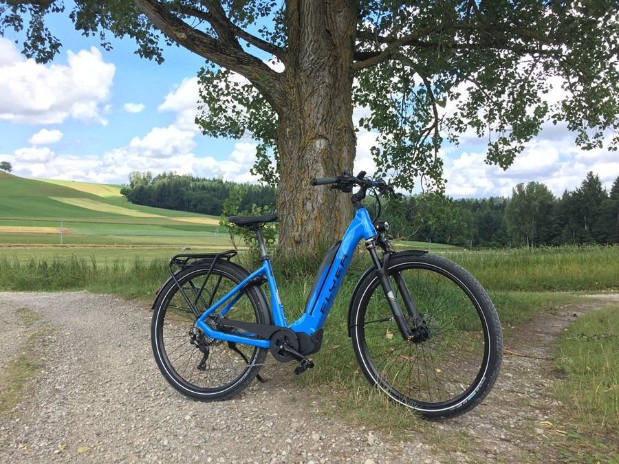 Flyer_Upstreet5_2018_neu_FIT_E-Bike_Elektrofahrrad_Alltag_Komfort_modern_Tiefeinsteiger_blau