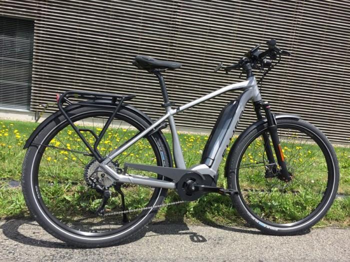 Flyer_Upstreet5_2018_neu_FIT_E-Bike_Elektrofahrrad_Alltag_Komfort_modern_Herrenrahmen_unisex_grau